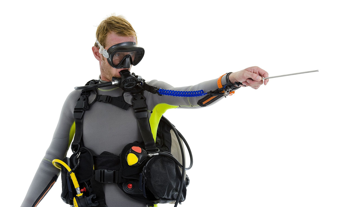 diver with pointer