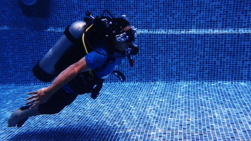 disabled diver diving independently